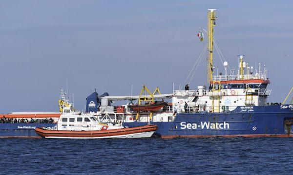 PORTO EMPEDOCLE: FERMATA LA SEA WHATCH 3